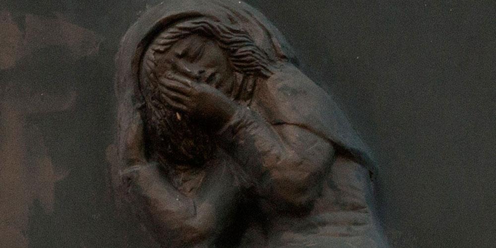 Plaque 'Rachel weeps'
